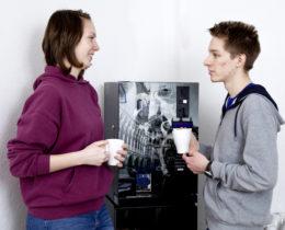 Gespräch mit Kaffee